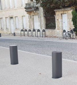 Bornes grises arceaux vélos